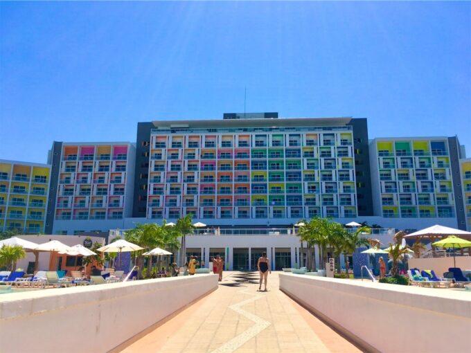 バラデロのホテル外観