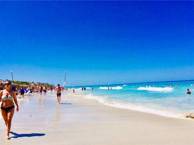 バラデロの白い砂浜