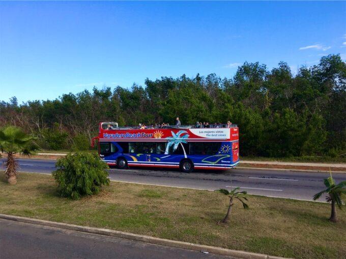バラデロの観光バス