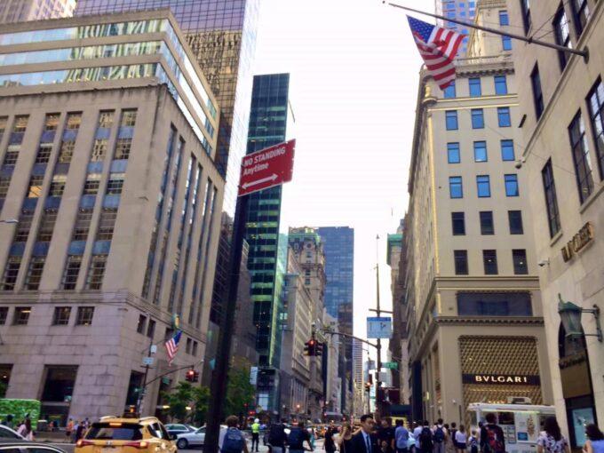 ニューヨークの街中の風景