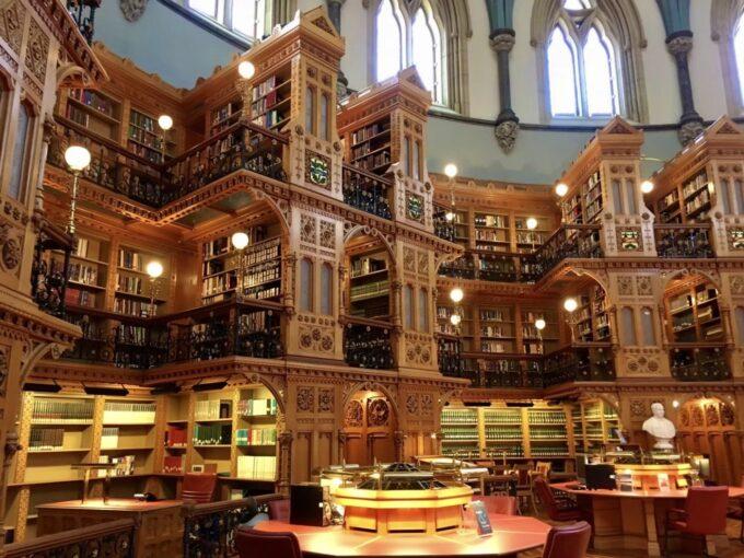 オタワ国会議事堂の図書館