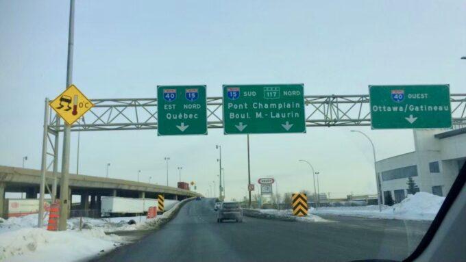 ケベックに向かうハイウェイの看板