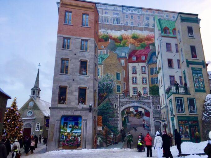 ケベックシティの広場にある壁画