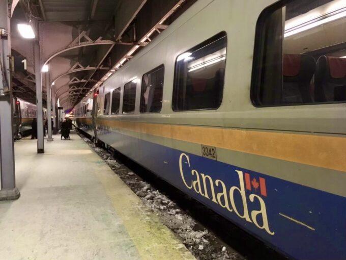 カナダVIA鉄道の電車の写真
