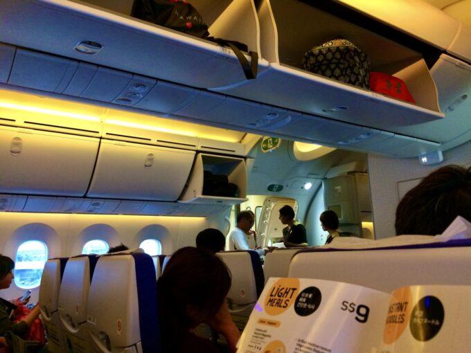 スクート航空の飛行機内の写真