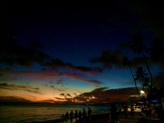 ワイキキビーチから見える夕焼け
