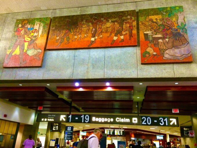 ハワイの空港の飾り
