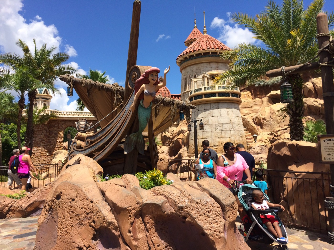 ディズニーワールドのマジックキングダム内の写真